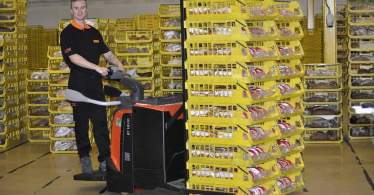 Medewerker Food Market Group op een nieuwe BT Levio P-series