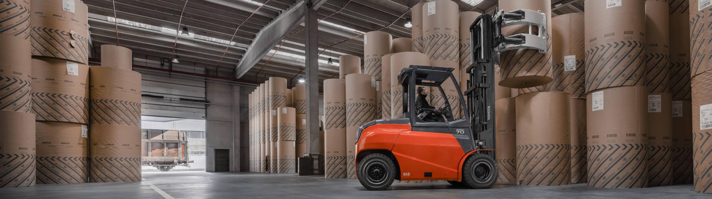 Traigo80 High-Tonnage im Einsatzboxes in warehouse