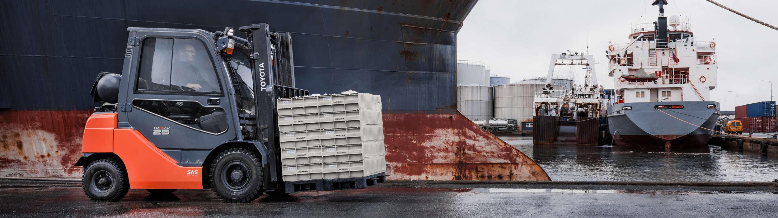 Carretilla Tonero en un puerto