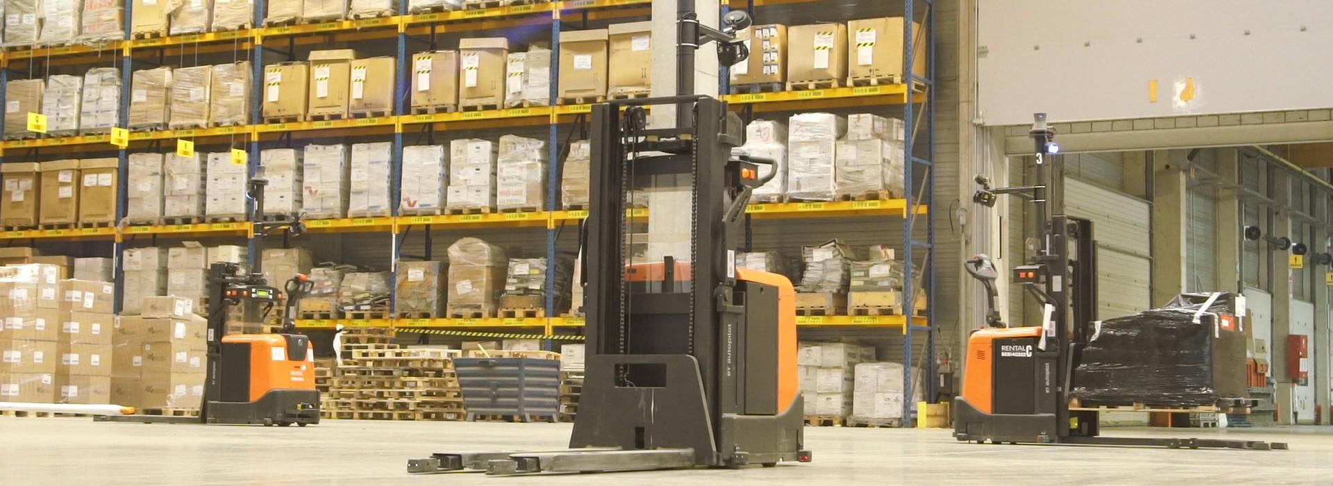 Carretillas automatizadas en el almacén de DSV