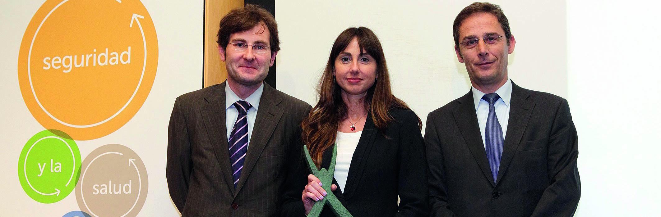 People holding healt programme award