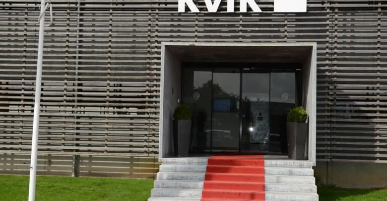entrada de las oficinas de kvik