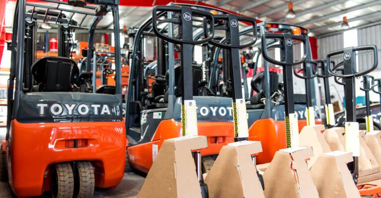 Carretillas Toyota en almacén