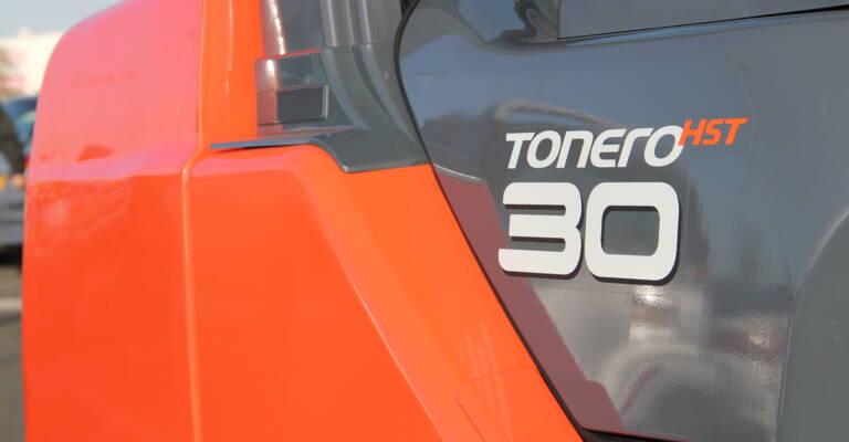 Close up on Tonero logo on truck