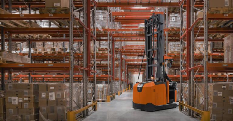 Toyota Material Handling: Carrello elevatore in magazzino Batteria ioni litio