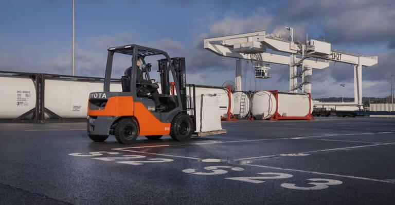 IC Counterbalanced trucks outdoors