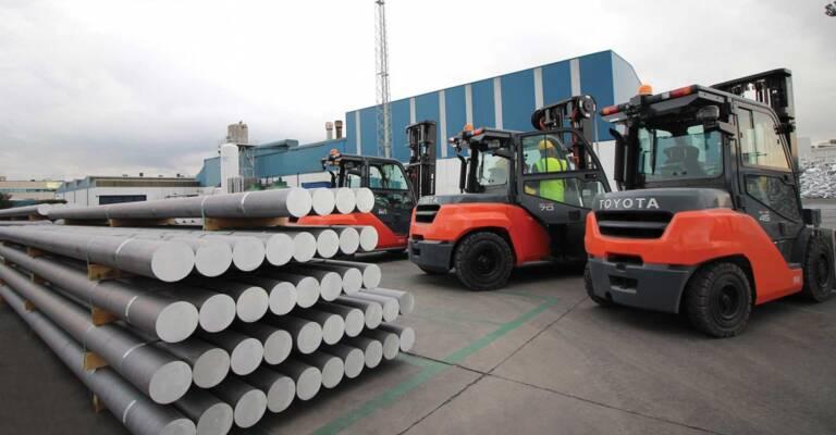 flota de carretillas contrapesadas de combustión interna en hydro aluminium