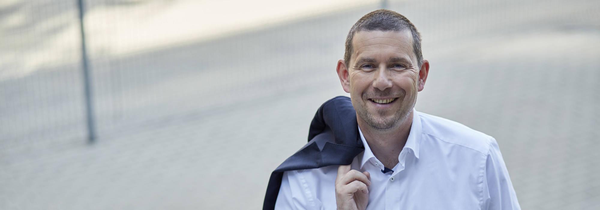František Mikeš, Obchodní a marketingový ředitel společnosti Toyota Material Handling CZ se sakem přes rameno