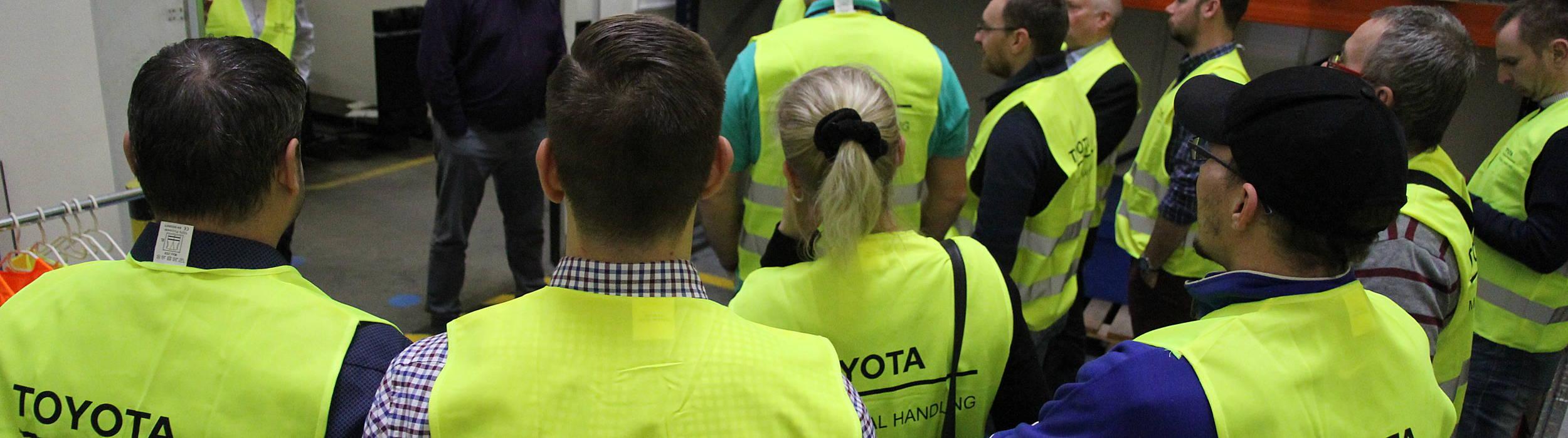 Seminář Bezpečnost v logistice - zákazníci na prohlídce skladu a zázemí Toyota Material Handling CZ