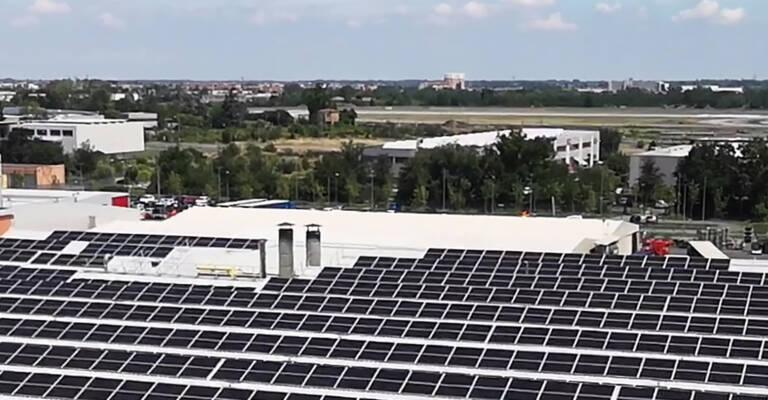 Solpaneler är installerade på Toyota Material Handlings tillverkning i Italin (Bologna fabriken)