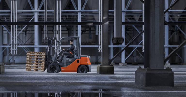 Toyoto HST Tonero Lifting Pallet