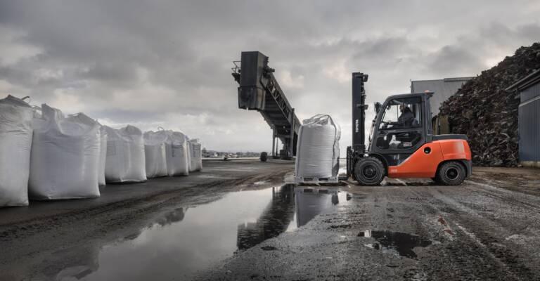 Vysokotonážné čelné vysokozdvižné vozíky so spaľovacím motorom