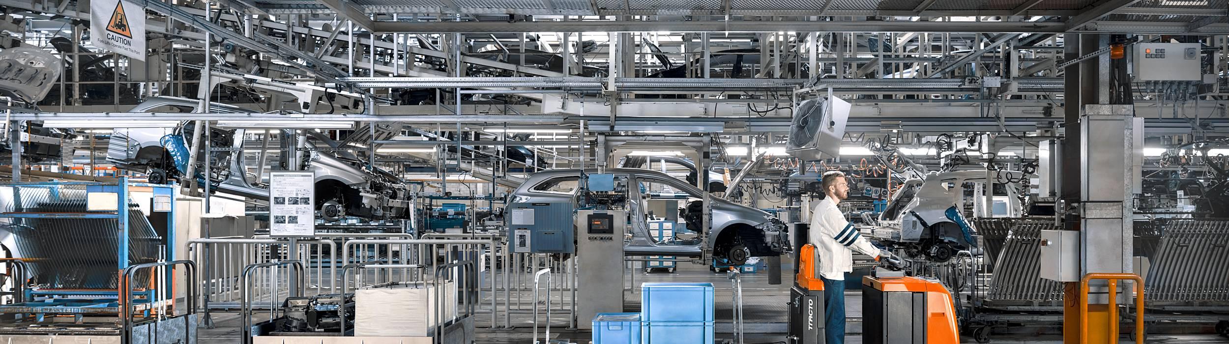 Solutions de manutention et chariots élévateurs pour le secteur de la production